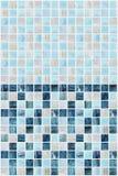 有各种各样的作用大理石的蓝色方形的瓦片 免版税库存照片
