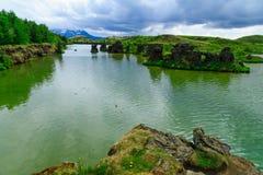 有各种各样的火山岩形成的湖Myvatn 免版税库存图片