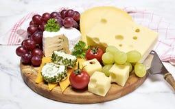 有各种各样的类的可口乳酪盘子乳酪 免版税库存图片