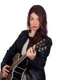 有吉他的俏丽的深色的女孩 免版税库存照片