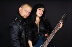 有吉他和女孩的吉他弹奏者 免版税库存照片