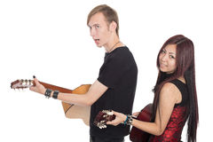 有吉他的唱歌的音乐家 免版税库存照片