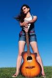 有吉他的妇女 图库摄影
