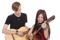 有吉他的年轻音乐家 库存图片