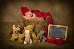 有名字板极的新出生的婴孩 库存图片