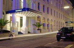 有名望的旅馆大西洋入口在汉堡有页的德国欧洲夜在G20山顶以后的末端的一天我 免版税库存图片
