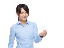 有名片的亚洲女实业家举行 库存图片