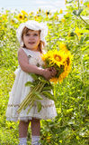有向日葵大花束的女孩  库存图片