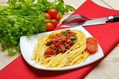 有含肉类成分的博洛涅塞的意大利意粉或者bolognaise, sa 图库摄影