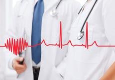 有听诊器的两位医生 库存图片
