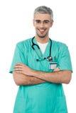 有听诊器的微笑的医生 免版税库存图片