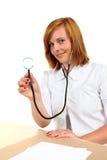 有听诊器的美丽的女性医生 免版税图库摄影
