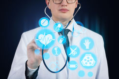 有听诊器的医生 免版税库存照片