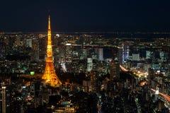 有启发性东京铁塔和地平线在从六本木新城的晚上 免版税库存图片