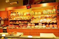 有启发性意大利干净的超级市场,户内 库存图片