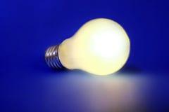 有启发性电灯泡 免版税图库摄影