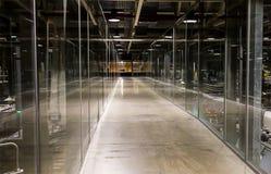 有启发性的生产长的走廊 免版税库存照片