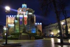 有启发性金门和智者雅罗斯拉夫纪念碑-一Kyiv著名地标在冬天早晨 乌克兰 库存照片