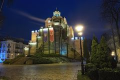 有启发性金门和智者雅罗斯拉夫纪念碑-一Kyiv著名地标在冬天早晨 乌克兰 图库摄影