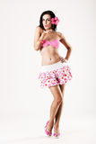 有吸引力吹的女孩亲吻粉红色裙子佩&# 免版税图库摄影