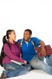 有吸引力夫妇坐少年一起 免版税库存图片
