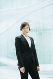 有吸引力女性亚洲女实业家佩带有话筒的耳机 免版税库存照片