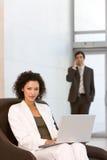 有吸引力的企业膝上型计算机妇女工作 图库摄影