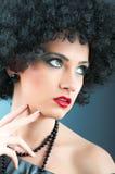 有吸引力的卷曲女孩理发年轻人 库存照片