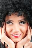 有吸引力的卷曲女孩理发年轻人 免版税库存照片