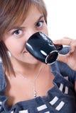 有吸引力的咖啡喝妇女年轻人 免版税库存图片