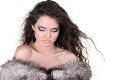 有吸引力的外套毛皮灰色白人妇女 免版税库存照片