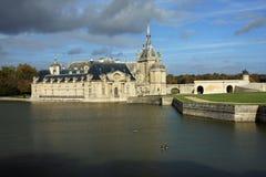 有吸引力的大别墅法国北部巴黎 免版税库存图片