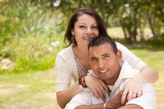 有吸引力的夫妇讲西班牙语的美国人&# 免版税库存图片