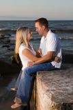 有吸引力的夫妇年轻人 免版税图库摄影