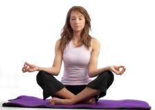 有吸引力的女子瑜伽 免版税库存图片