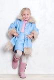 有吸引力的女孩成套装备冬天 免版税库存图片