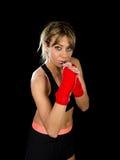 年轻有吸引力的女孩训练拳击拳头包裹了战斗的妇女概念 库存图片