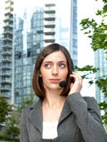 有吸引力的女实业家耳机年轻人 库存图片
