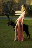 有吸引力的妇女和大型猛犬 免版税库存图片