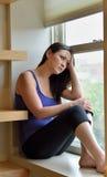 有吸引力的妇女在家-关于行为的健康-消沉 免版税库存图片
