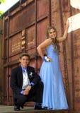 有吸引力的少年正式舞会夫妇 免版税库存图片