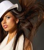 有吸引力的帽子夫人白色 免版税库存图片