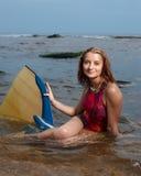 有吸引力的快乐的纵向妇女年轻人 免版税图库摄影