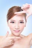 有吸引力的护肤妇女面孔 免版税库存图片