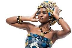 有吸引力的新非洲时装模特儿。 免版税图库摄影