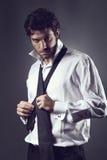 有吸引力的时装模特儿佩带的领带 库存照片