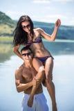 有吸引力的海滩复制夫妇异性爱左空间年轻人 图库摄影