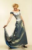 有吸引力的礼服夜间纵向妇女年轻人 图库摄影