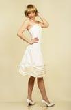 有吸引力的礼服夜间纵向妇女年轻人 免版税库存照片