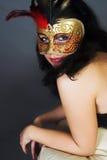 有吸引力的美丽的carniv金纵向佩带的妇女年轻人 免版税图库摄影